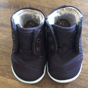 Toms baby shoes size 4